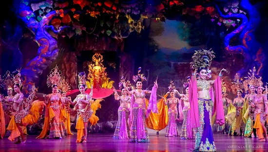 alcazar-show-chuong-trinh-transvestite-cabaret-tot-nhat-o-thai-lan-1